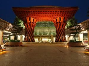 新名所:金沢駅の鼓門